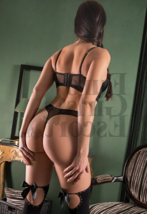 Prunelle nuru massage